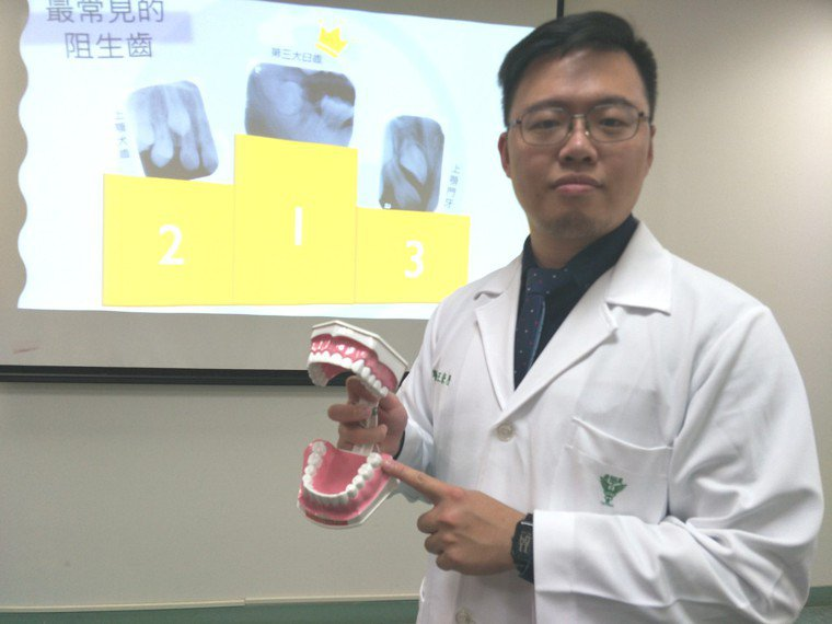換牙有阻生齒發生,柳營奇美牙醫部齒顎矯正科醫師王崇歷呼籲,把握6至12歲前黃金矯...