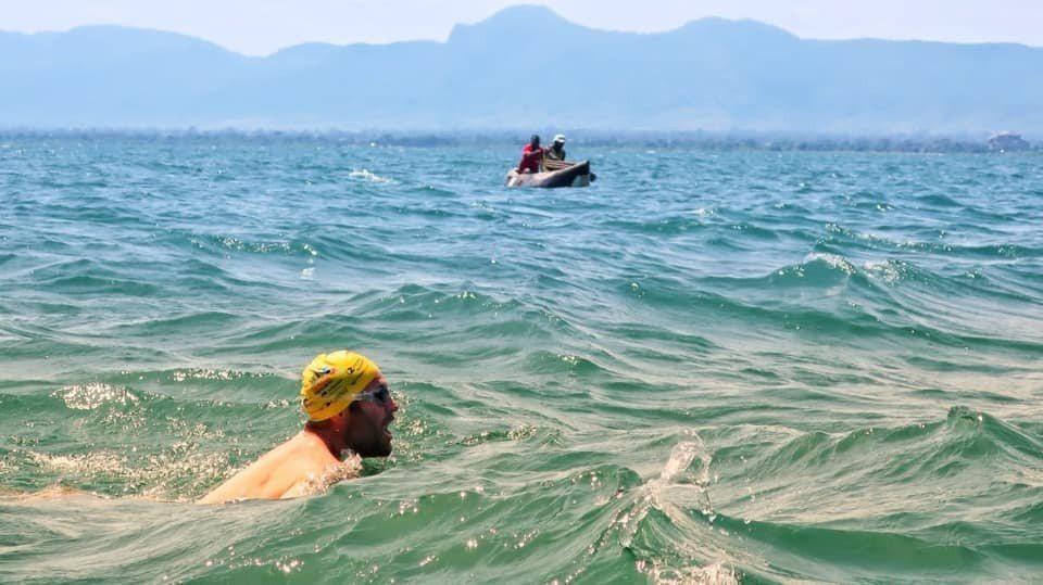 霍伯斯以54天完成泳渡馬拉威湖挑戰。(取自Solo swimmer臉書)