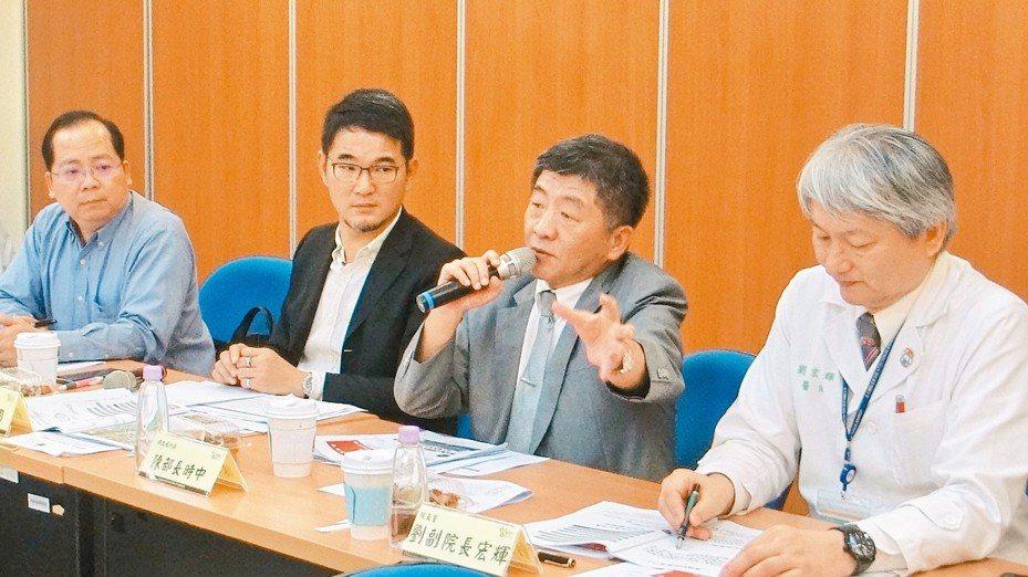衛福部長陳時中(右二)昨天到台大醫院雲林分院宣布,把雲林縣打造為台灣智慧醫療的示範縣。 記者蔡維斌/攝影