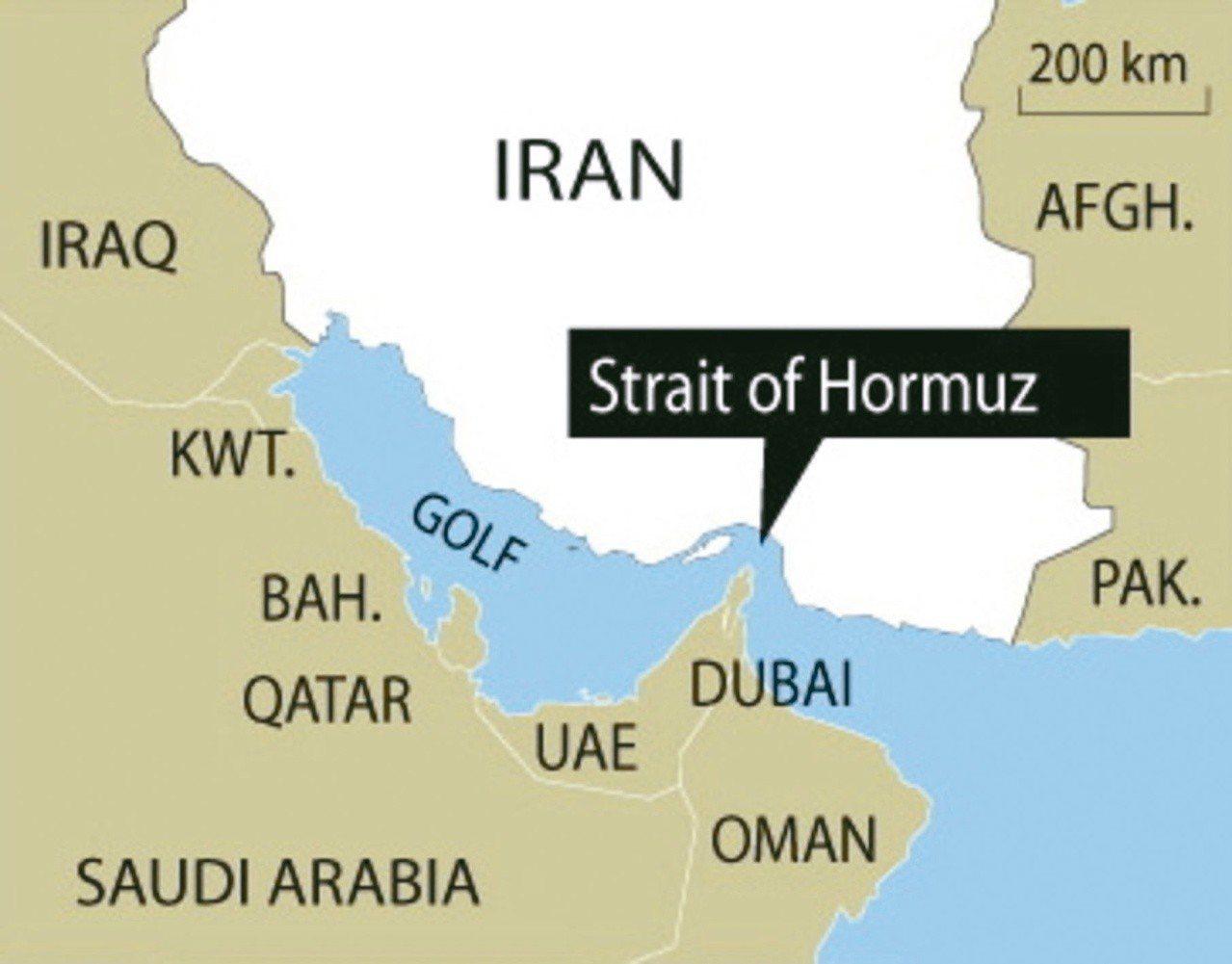 面對美國加強制裁,伊朗當局表示要封鎖全球最重要石油運輸航道荷姆茲海峽,破壞石油運...