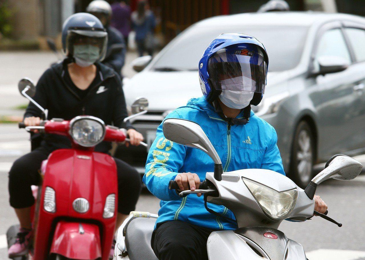 天氣變化大及空汙會誘發嚴重氣喘。圖/聯合報系資料照片