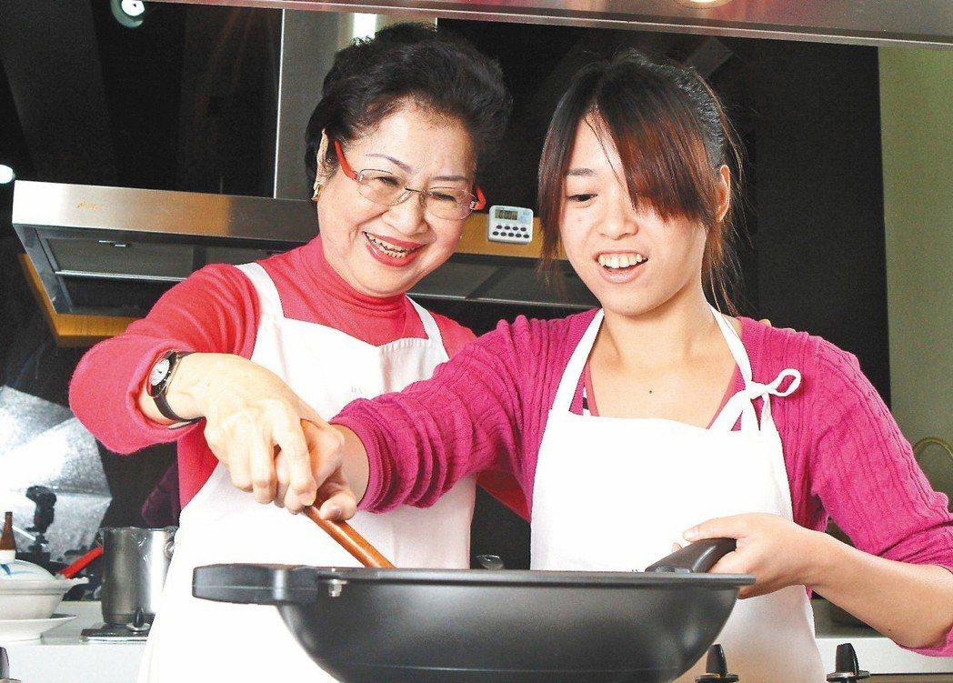 媳婦過年進廚房嫌累,但婆婆恐怕也有心裡苦。 圖/聯合報系資料照片