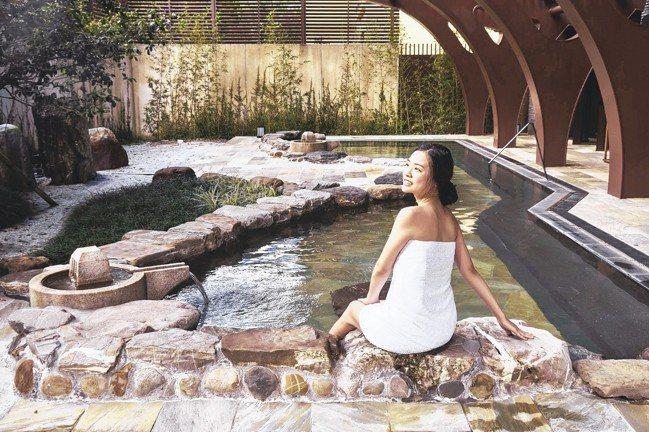宜蘭力麗威斯汀戶外湯池有如日本泡湯的禪意優雅。 圖/宜蘭力麗威斯汀提供