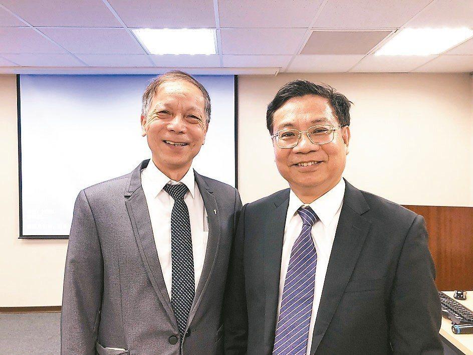 群翊董事長陳安順(右)、群翊副總余添和。 記者尹慧中/攝影