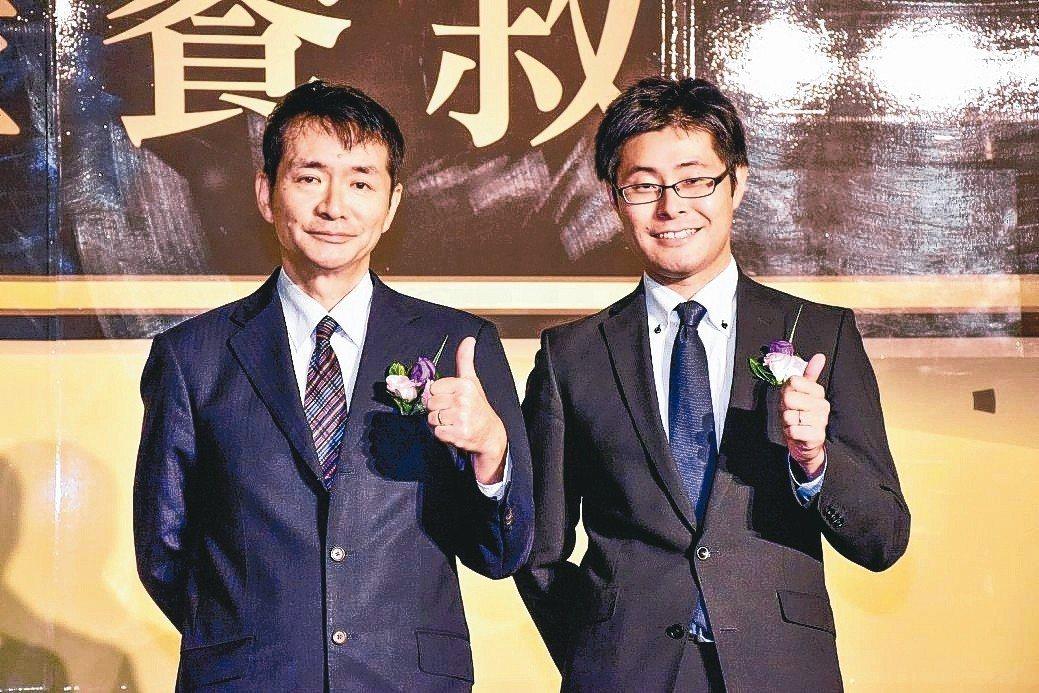 TAIWAN SUZUKI董事長鈴木忠臣(左)與副總經理高橋淳迎接全新JIMNY...