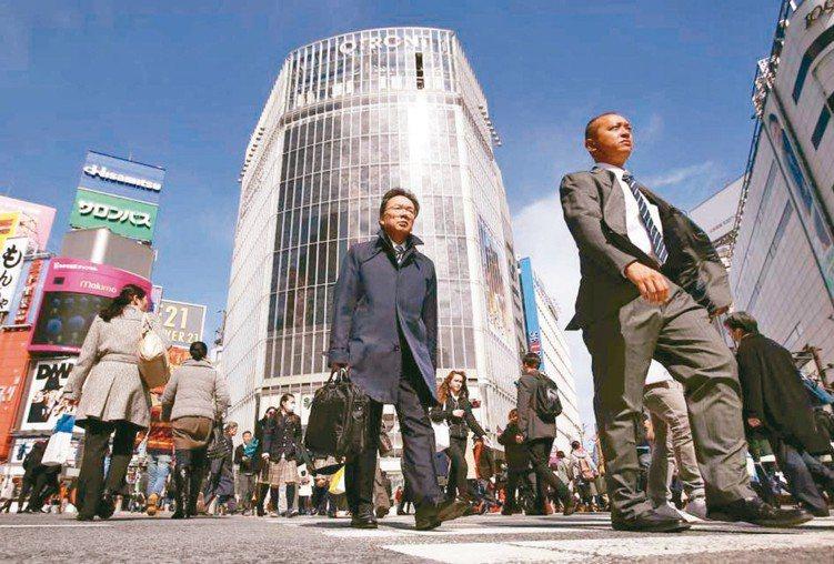 專家預期,在日銀維持相對寬鬆政策之下,有助日本股市的表現空間。 本報系資料庫