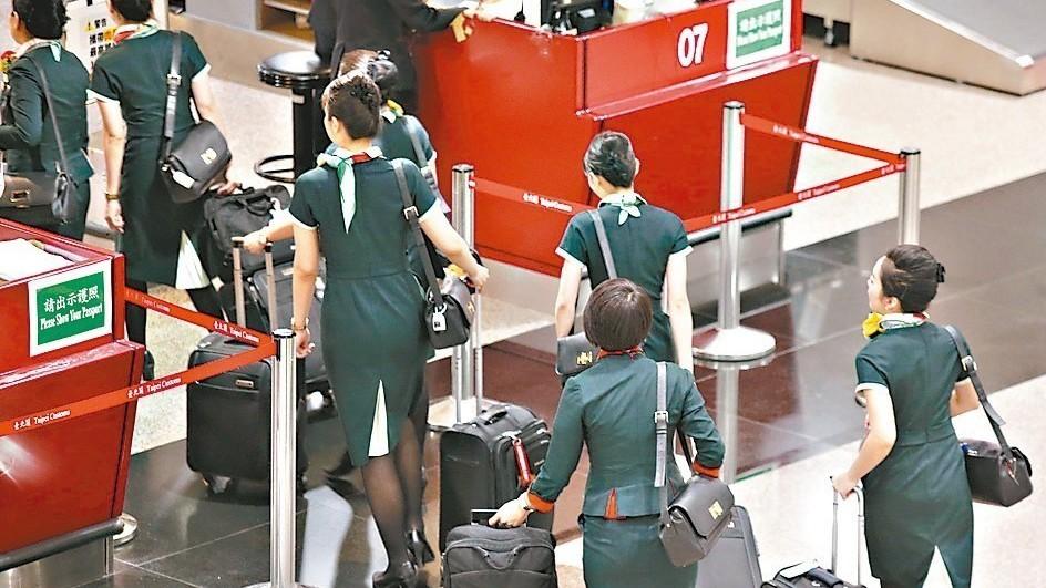 長榮航空勞資調解沒達成共識,桃園市空服員職業工會確定將在5月13日啟動罷工投票。...