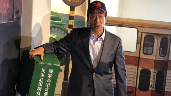 鴻海董事長郭台銘26日參觀新竹眷村博物館。 記者蕭君暉/攝影