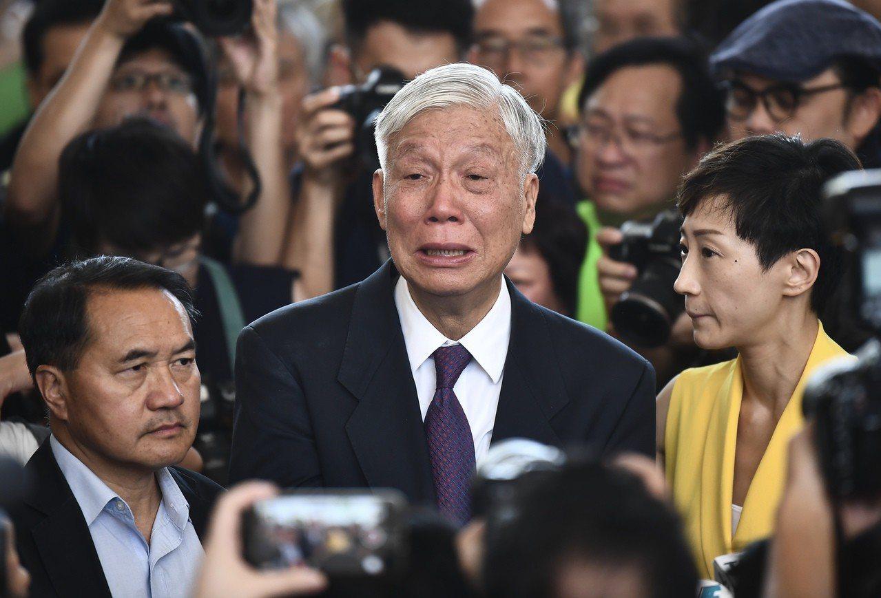 朱耀明與太太探望被囚四子。 圖/香港中國通訊社