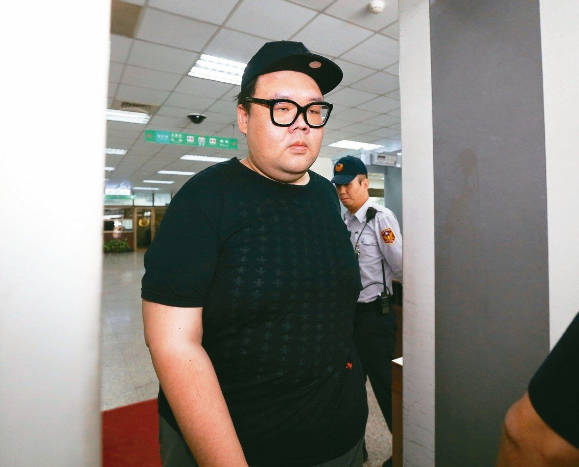 「土豪哥」朱家龍100萬元交保。 記者許正宏/攝影