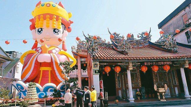 台灣宗教信仰多元,到前年為止,立案宗教類別22個,全台宮廟破萬間。 報系資料照