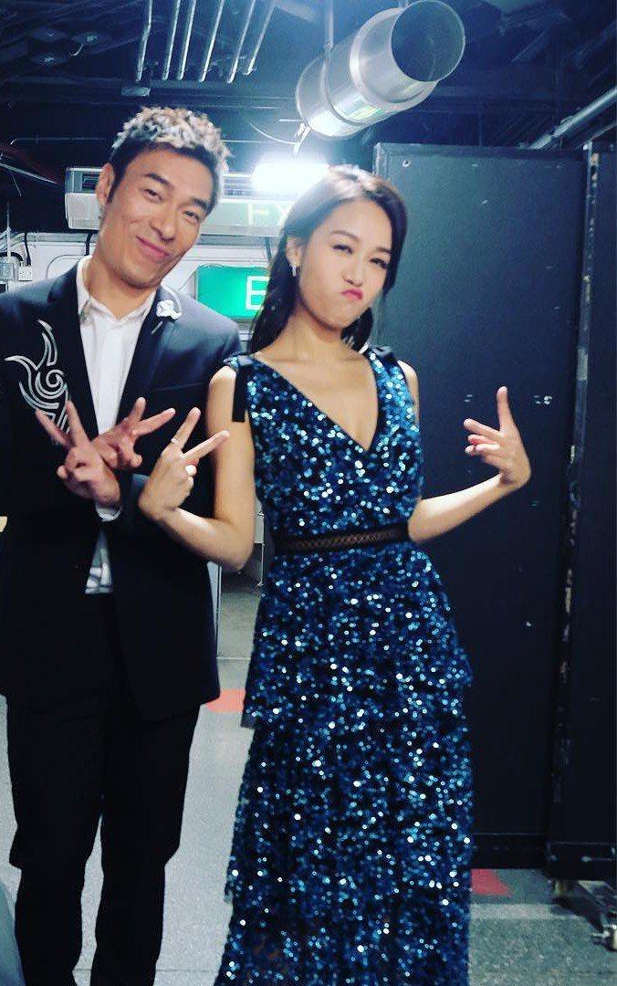 2018年許志安與黃心穎於台上合體獻唱,下台後還一同合照。圖/ 擷自IG