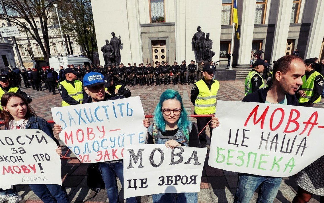 「語言是武器!」「語言攸關國安!」烏克蘭國會25日,以壓倒性的絕對優勢,通過了頗...