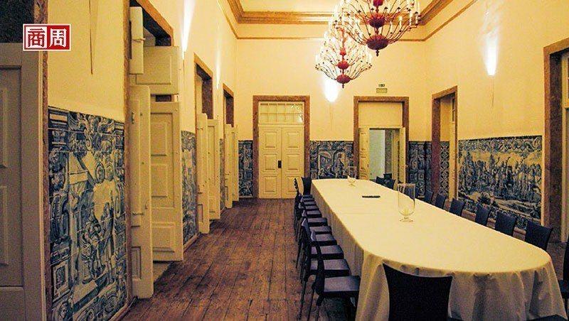 名匠重新打造手工磁磚畫,讓空間顯得氣質非凡,充滿地中海風情。(攝影者.張智強)