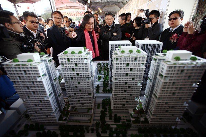圖為2018年1月,柯文哲出席廣慈公共住宅的統包工程案開工動土典禮。 圖/聯合報系資料照