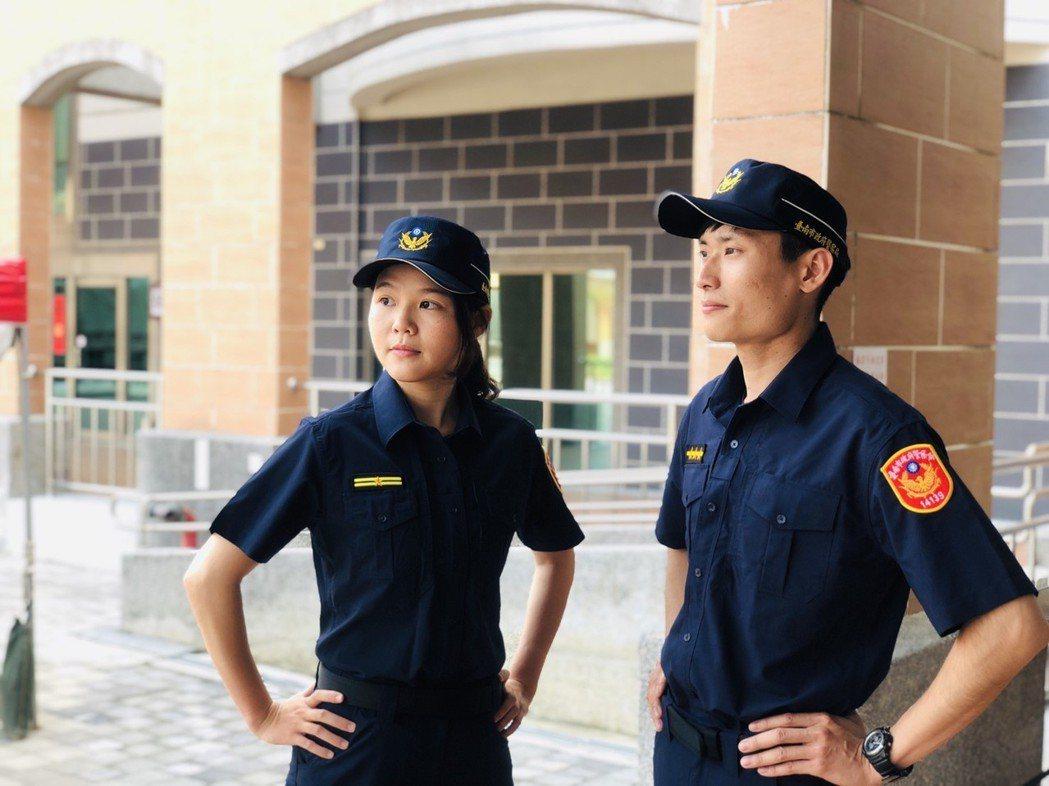 警察新制服款式以藏青色為主,從材質、剪裁、結構等都進行革新。 圖/台南市警四分局...