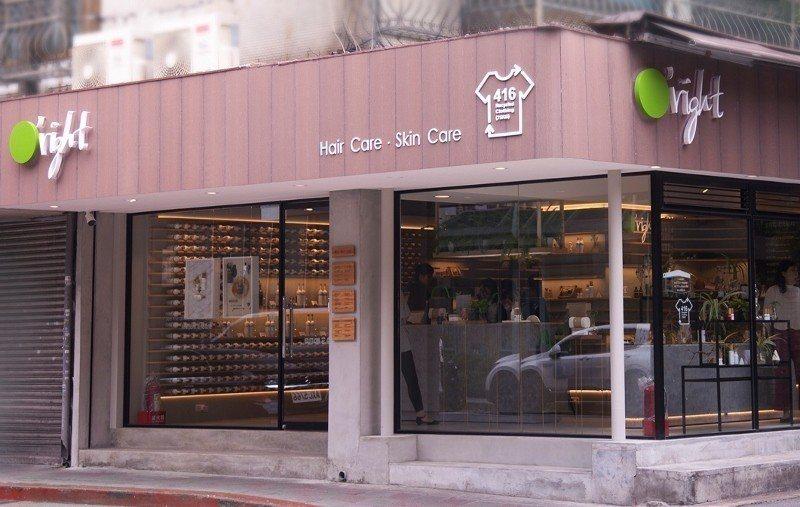 歐萊德大安店是全球第一個採用回收衣物混合回收塑膠材質製成招牌的品牌門市。  歐萊...