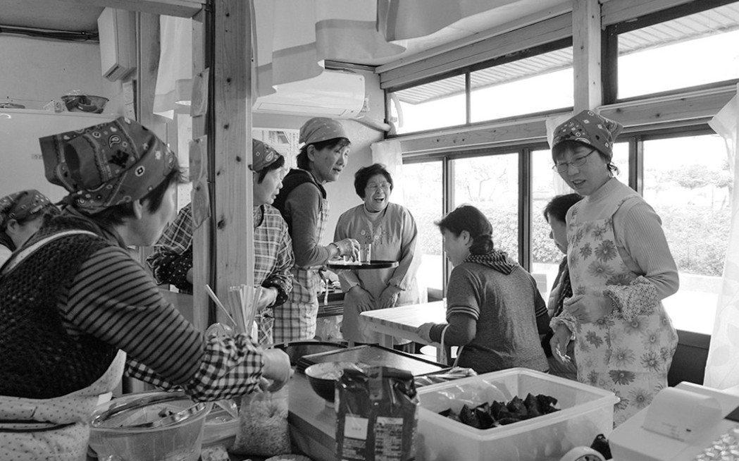 地方上的女性大大活躍的佳木島「港區茶屋」。地方上的女性往往具備在自己能力範圍內享...