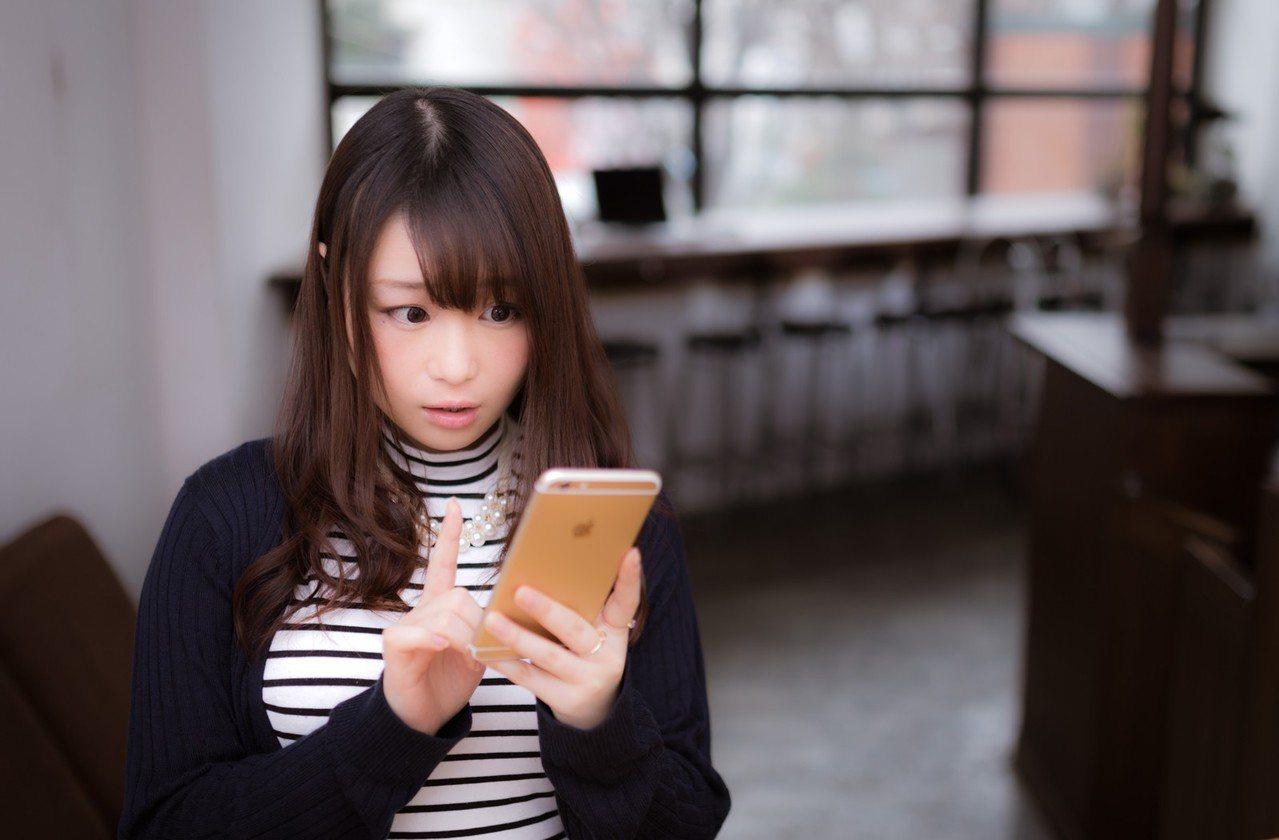 常滑FB與IG,會容易影響到多購物。圖/摘自pakutaso