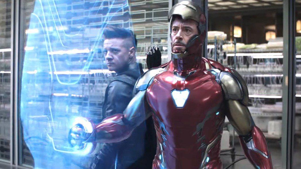 鋼鐵人(右)與鷹眼在「復仇者聯盟:終局之戰」地位重要。圖/摘自imdb