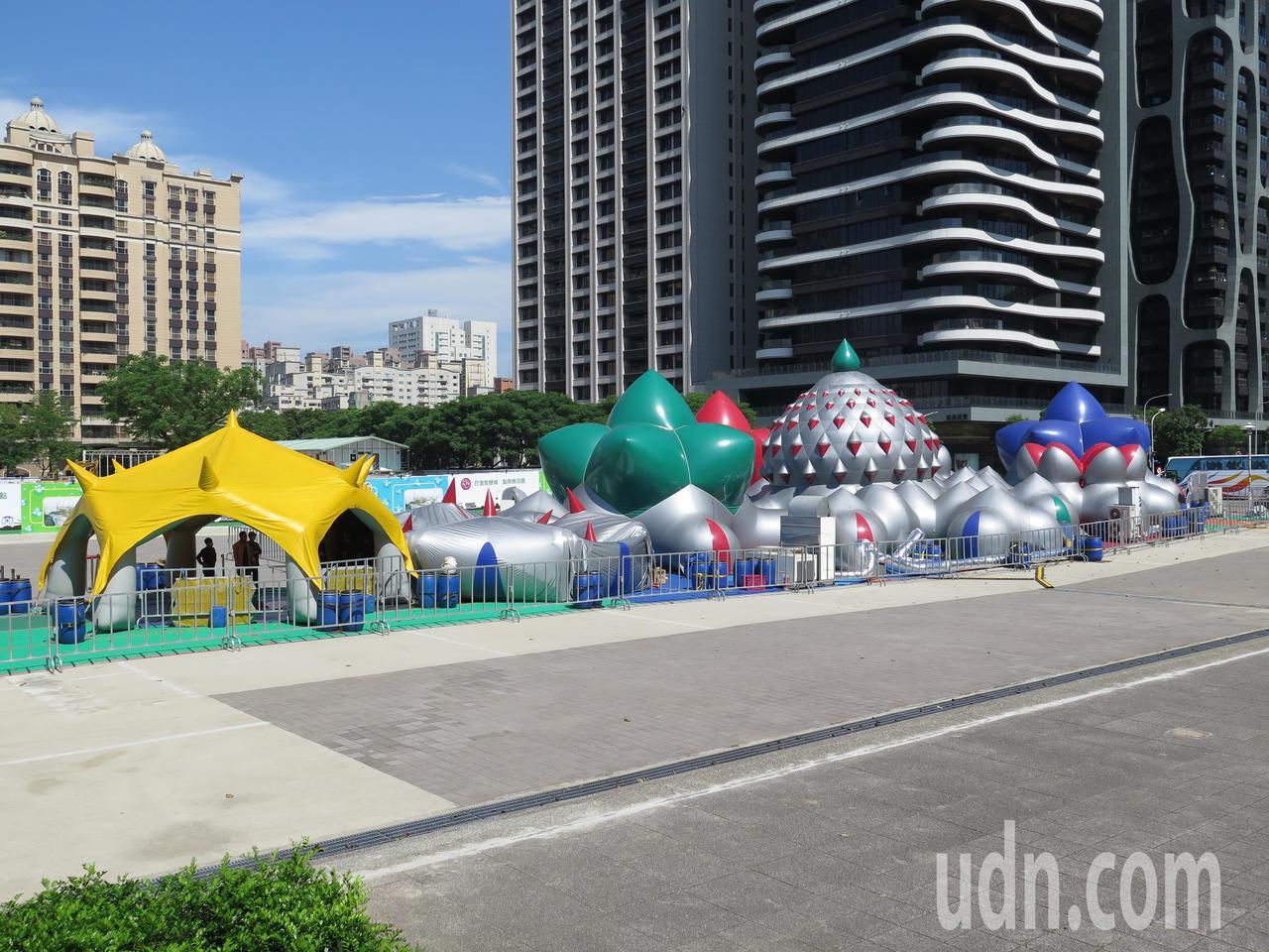 鐵玫瑰社區日邀來先前曾在國家兩廳院展出、吸引萬人體驗的空氣建築「光影幻景」(Ka...