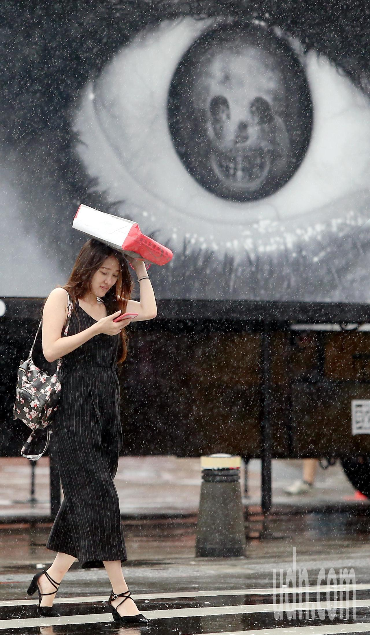 中央氣象局表示,時序逐漸進入梅雨汛期,易有強降雨發生。本報資料照片