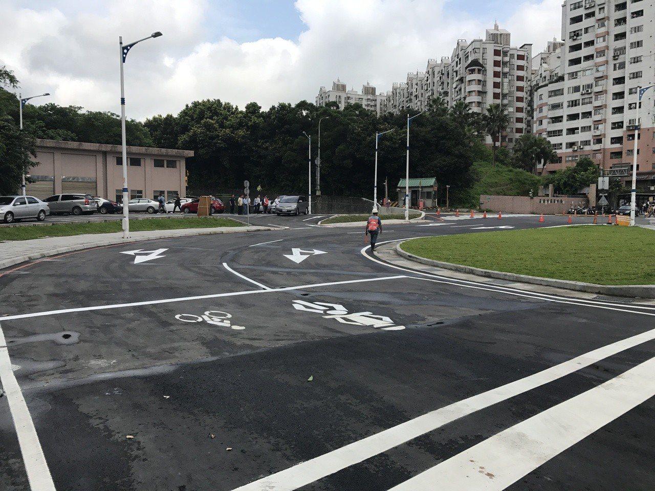 基隆市長林右昌表示,29日起左轉安樂路二段,要進迴轉道才能左轉。記者吳淑君/攝影