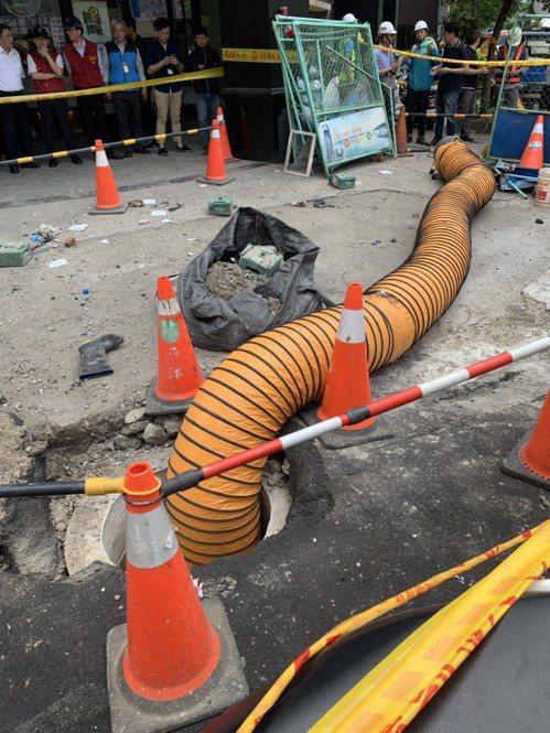 勞檢處指出,初步發現事發時3名工人以手持式破碎機從事打石作業,疑似未事前調查地面...