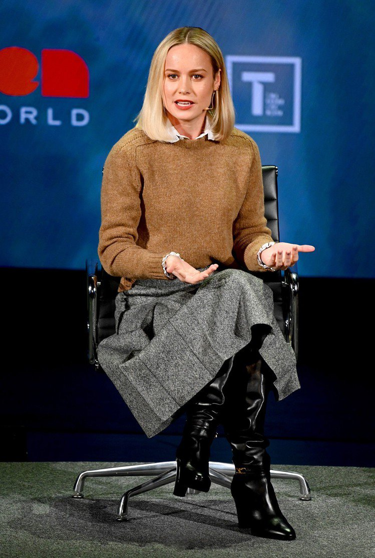 布麗拉森月初出席紐約的世界婦女大會時,選穿優雅知性的CELINE秋冬系列。圖/C...