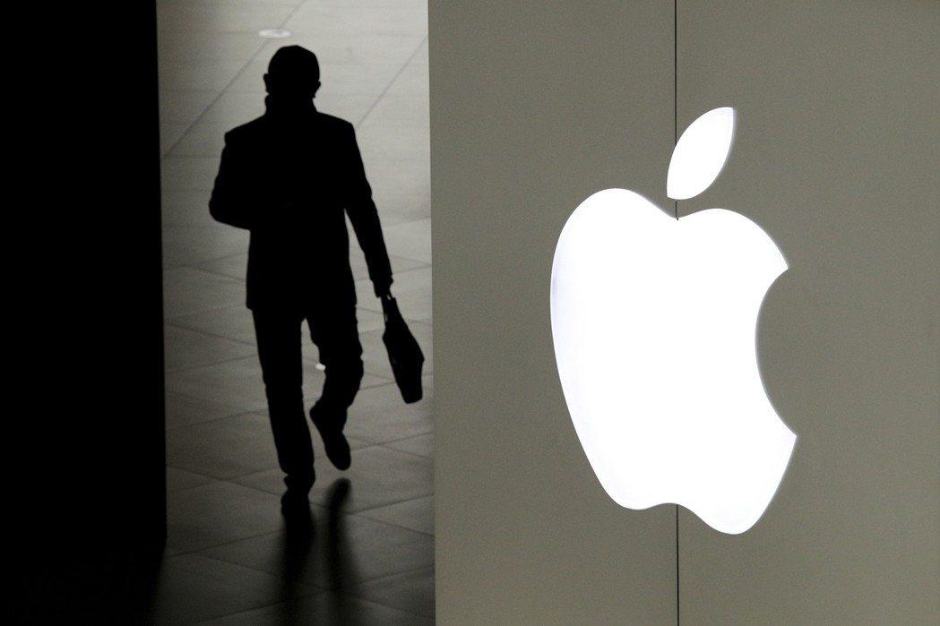蘋果設計團隊人事震盪, 三位核心成員辭職。  美聯社