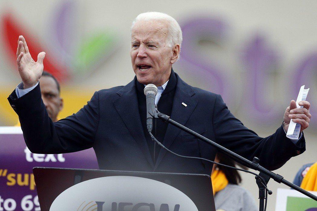 美國前副總統拜登18日到麻州波士頓聲援罷工的Stop & Shop超市工作人員。...