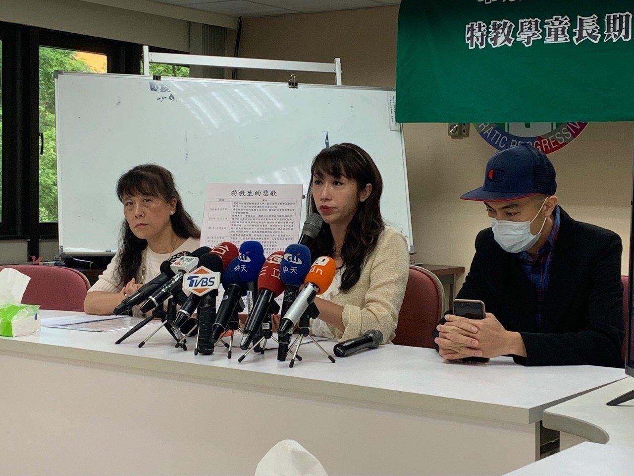 台北市啟明學校5幼童,長期遭老師K頭施虐,議員許淑華上午舉行記者會,批評學校隱匿...