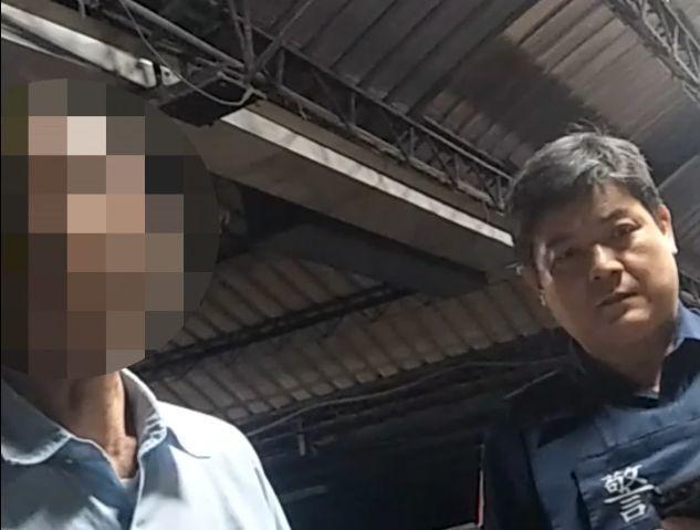 高雄市保大員警發現當廟祝的陳姓男子(左)通緝。記者林保光/翻攝