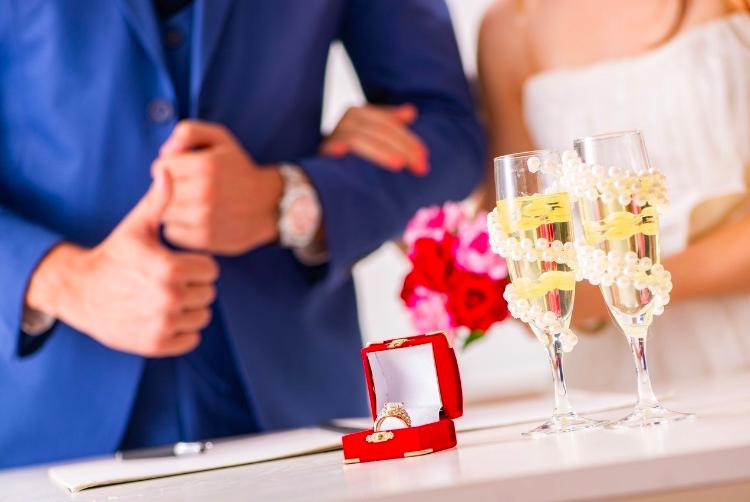 5月20日是最受歡迎的結婚登記日,根據內政部統計,今天全國共有2575對結婚對數...