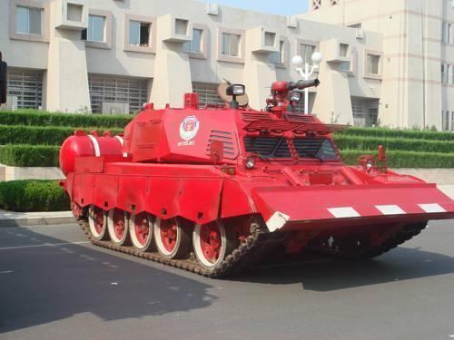 中國武器製造商「北方工業」正將坦克等裝甲車輛改造成滅火車輛。圖源:中國日報