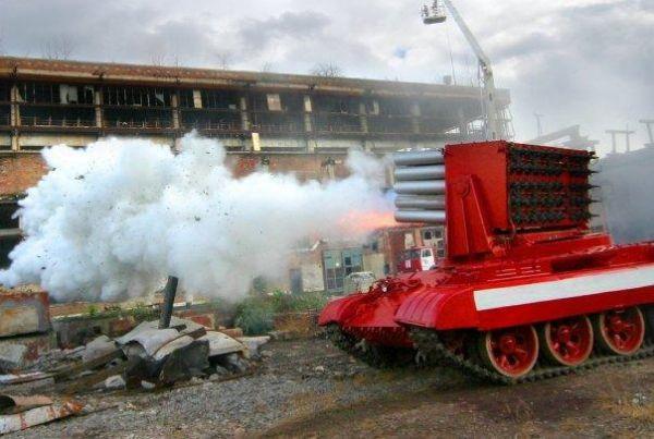 大陸消防員表示,「一輛滅火坦克一分鐘內就能向火場噴灑近15噸水,相當於6輛消防車...