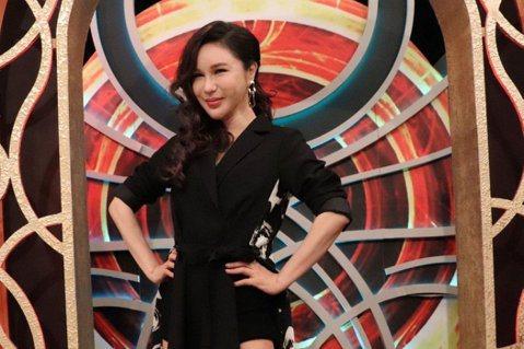 選秀節目曾主導台灣綜藝型態10年,製造出許多知名歌手,但也意外讓不少人陷入憂鬱,日前在「超偶5」奪下第4名的選手以自殺方式31歲離世,讓主持過5屆「超偶」的利菁難過低落,她說,「無盡的等待,是最大的...