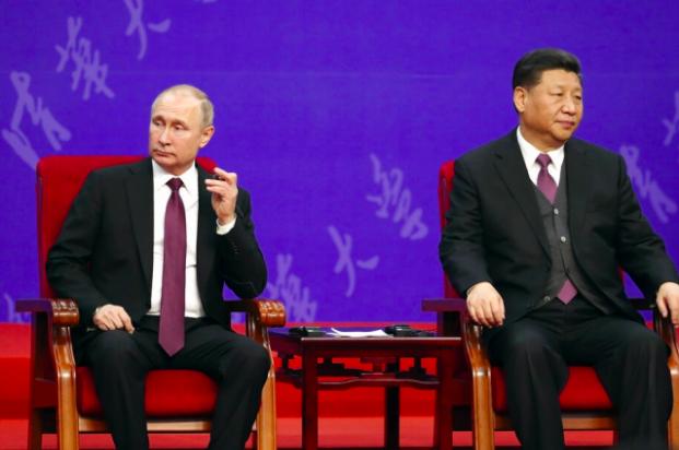 大陸國家主席習近平(右)在北京友誼賓館出席清華大學向俄羅斯總統普亭授予名譽博士學...