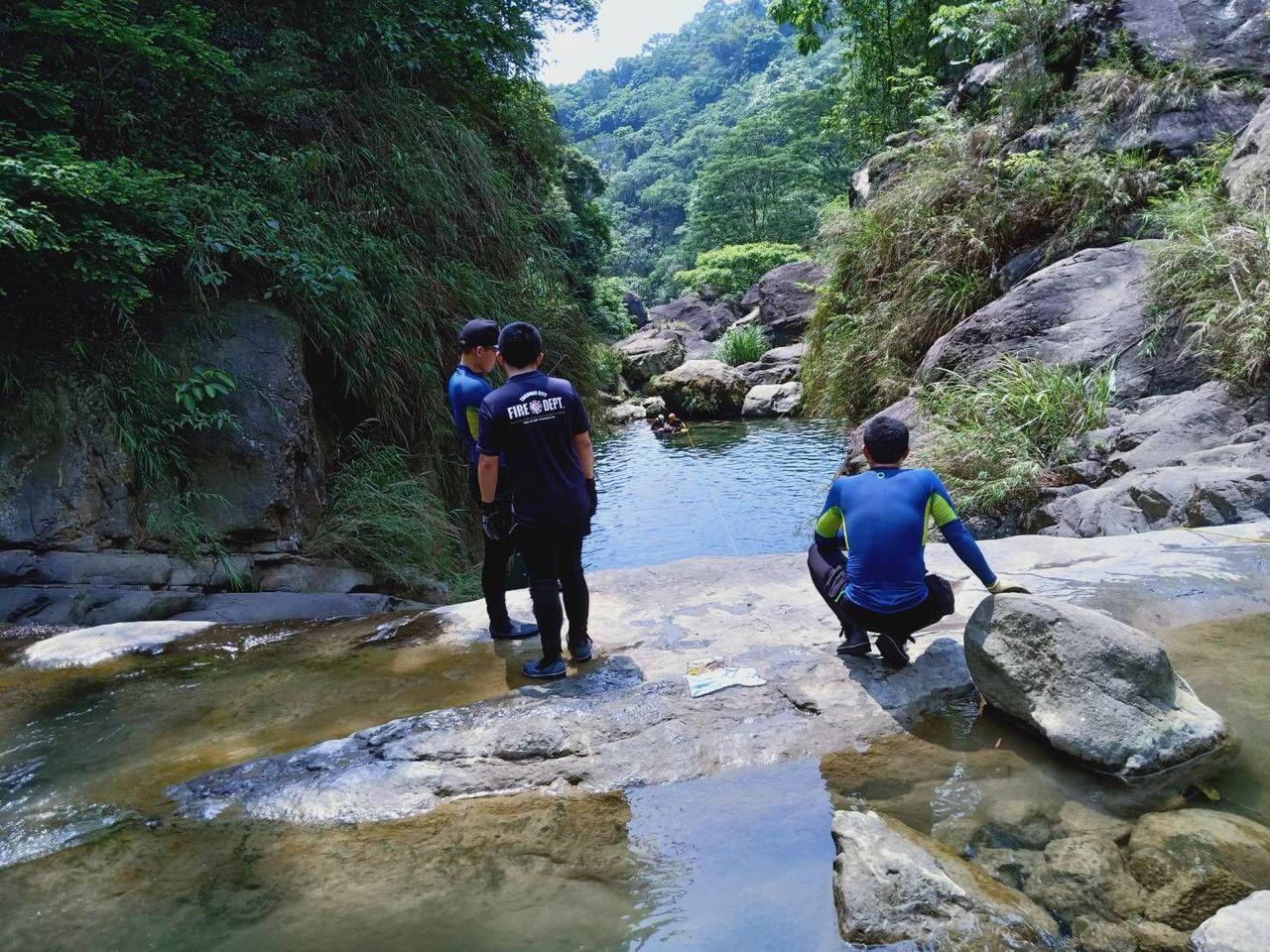台中市太平區仙女瀑布今天傳出男子溺水事件,警消獲報前往尋人,發現男子已明顯死亡。...