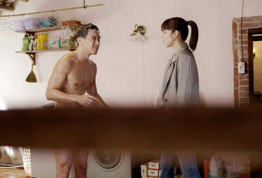 坤達(左)的好身材連導演都稱讚  圖/三立提供