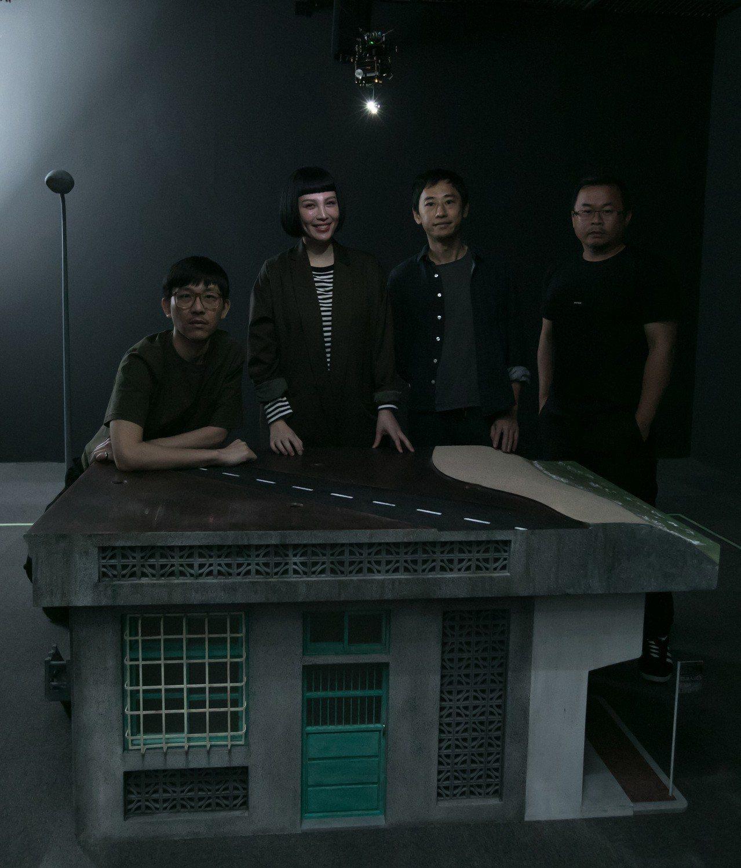 豪華朗機工與魏如萱共同創作的裝置作品「很難很難」。圖/相信音樂提供