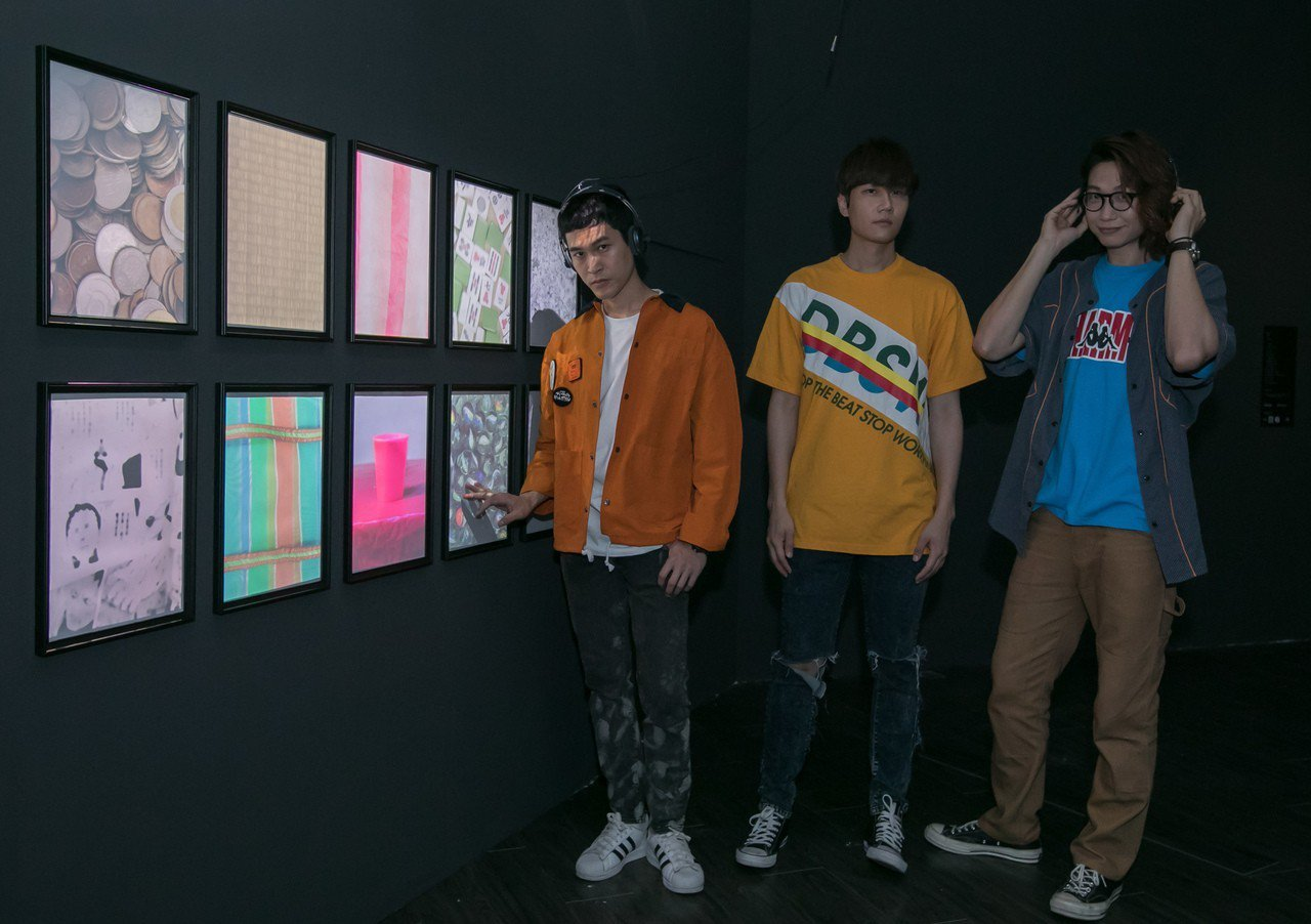 樂團「宇宙人」與新媒體藝術家紀昀共同創作互動裝置作品「禁止觸摸」。圖/相信音樂提...