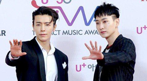 Super Junior D&E要來台灣見老婆囉!主辦單位超級圓頂在臉書公開這項好消息,東海和銀赫親自錄製影片,宣布6月22日、23日一連兩天在新莊體育館開唱。Super Junior D&...