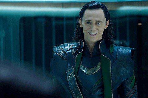 英國男神湯姆·希丹斯頓(Tom Hiddleston)在《復仇者聯盟》(Avengers)系列電影中飾演「洛基」(Loki),日前才剛傳出精通6國語言的他對聽障粉絲的超貼心舉動,如今再度傳出「洛基」...