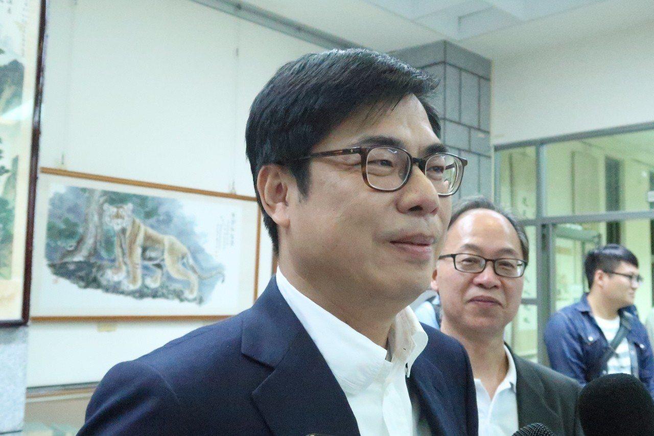 行政院副院長陳其邁今晚到高雄大學演講時表示,不知道4千萬訊息的真假,當事者必須說...
