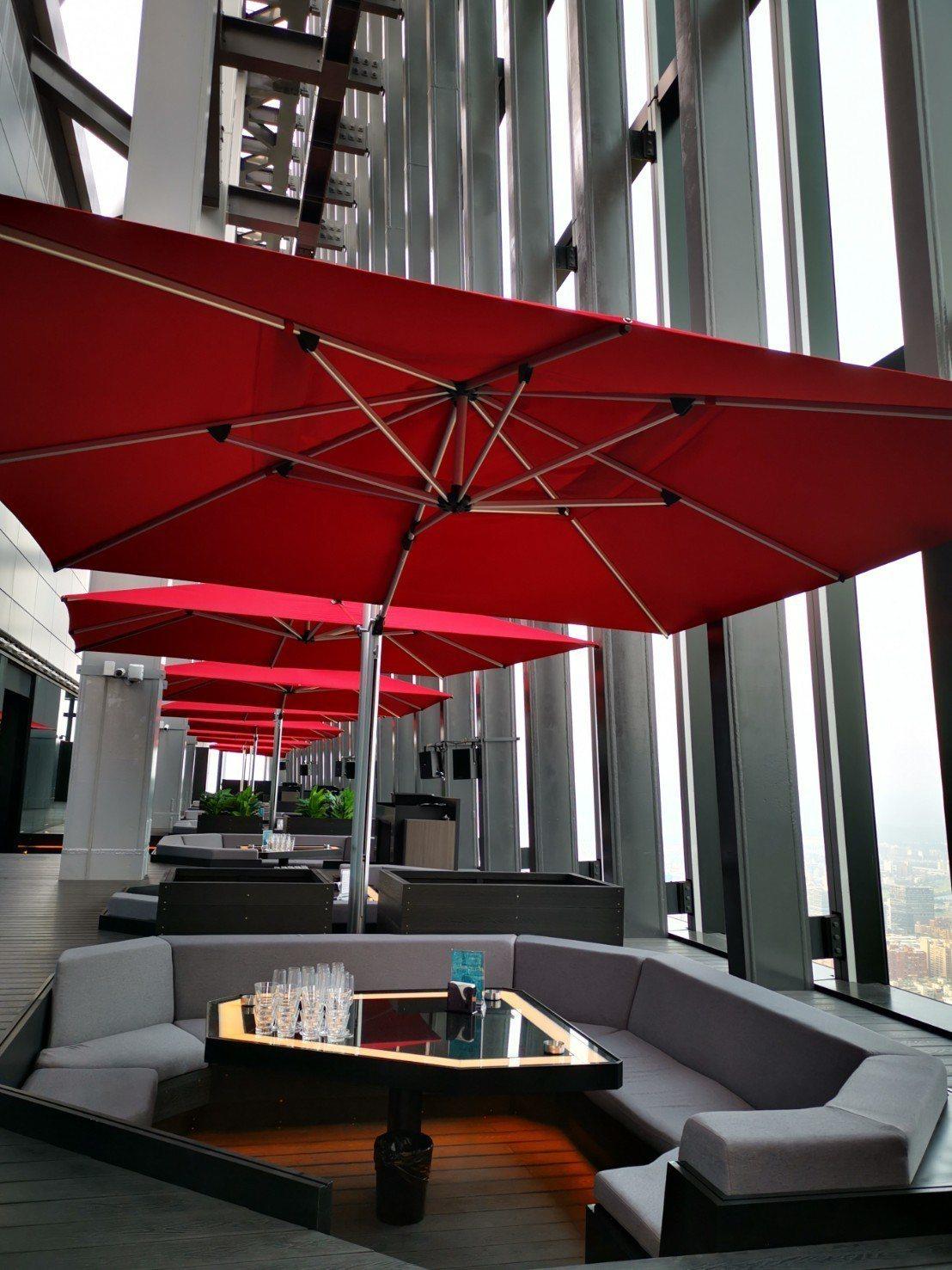 CÉ LA VI Taipei有大量的戶外空間,適合三五好友飲酒狂歡。記者韓化宇...
