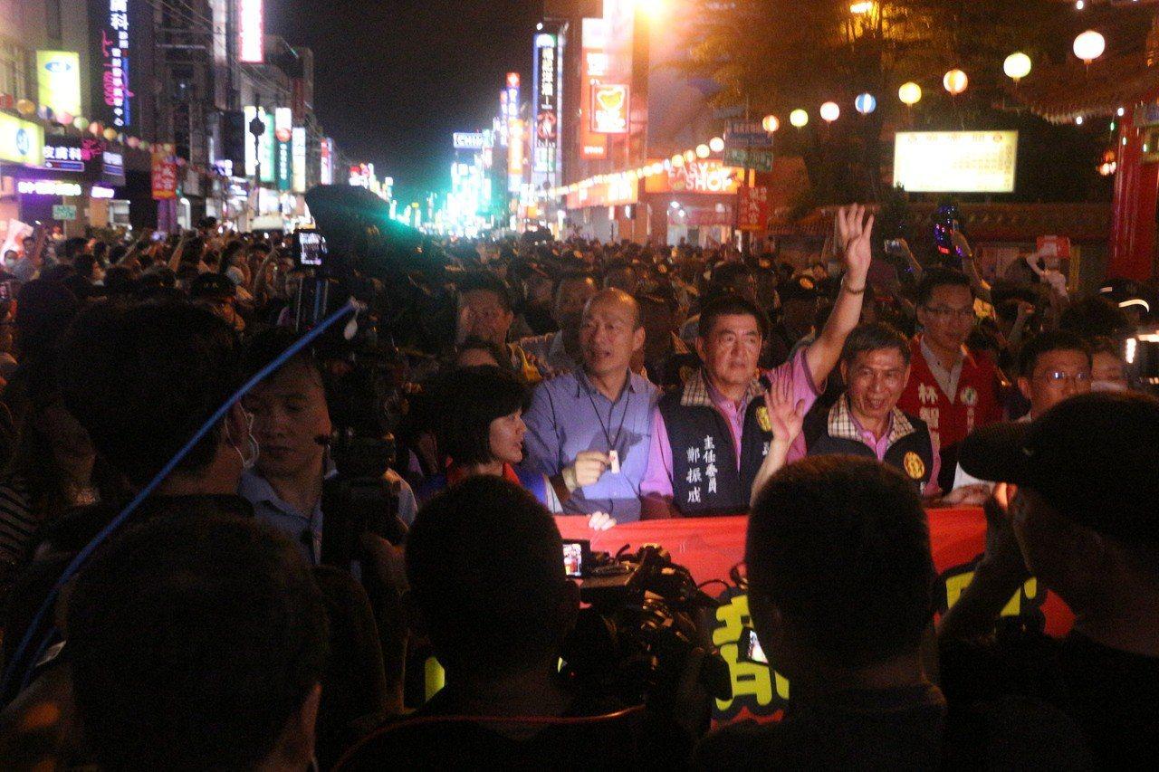 韓國瑜今傍晚出席五甲龍成宮的「日本東京高圓寺阿波通舞文化交流」。記者邱奕能/攝影