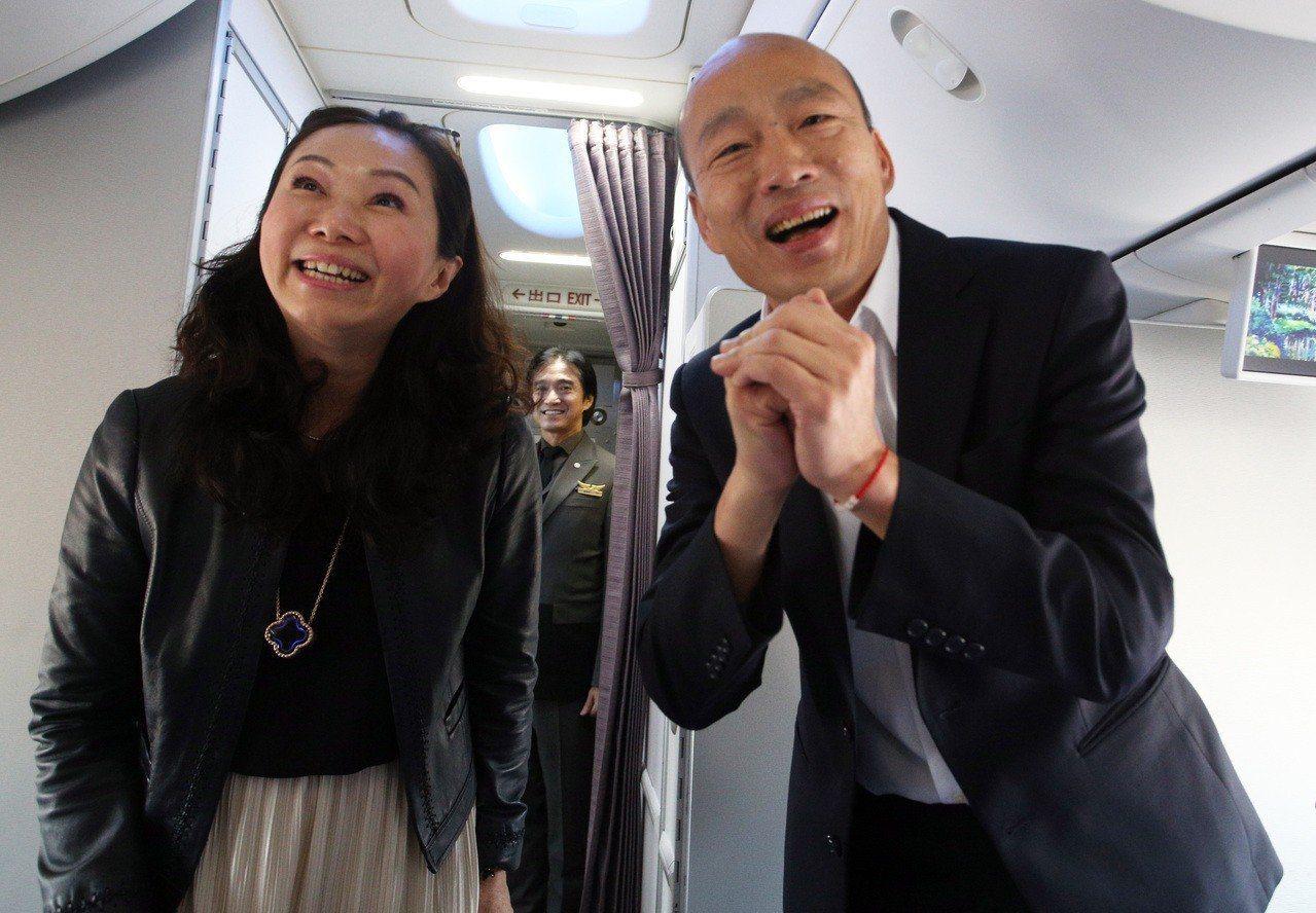 韓國瑜(右)與妻子李佳芬,5月1日將前往世新大學演講。本報系資料照/記者劉學聖攝...