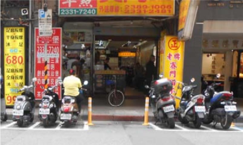 更改為70公分寬的車格,減少擠停的狀況,也保持了原本可停放車的數量。圖/台北市停...