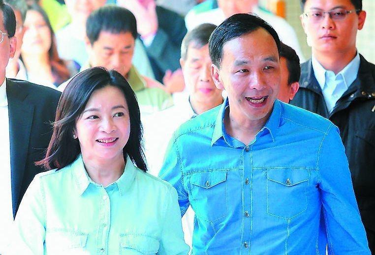 新北市前市長朱立倫(右)的女兒行事低調,左為朱妻高婉倩。圖/聯合報系資料照片